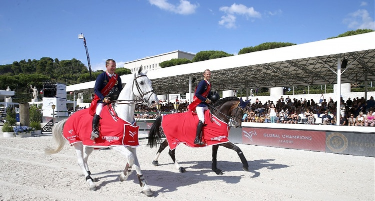 Marco Kutscher (GER) i Gerco Schroder (NED) podczas rundy honorowej w Rzymie,  fot. Stefano Grasso/GCL
